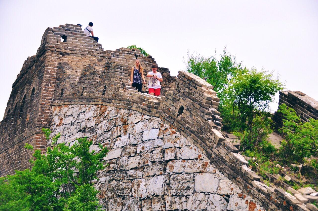 Reka and Lalika at tower on Great Wall Hiking