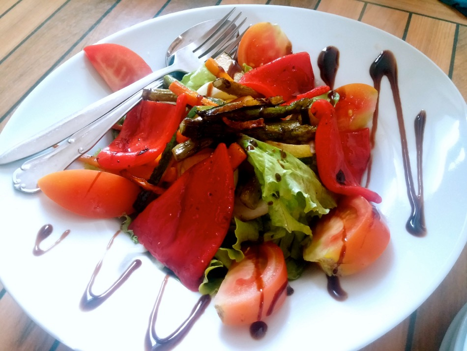 Ensalada Mixta on Camino