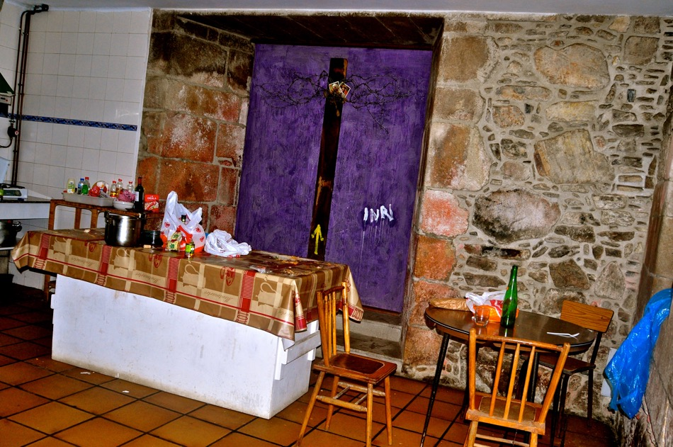 Communal Kitchen area at Sobradp dos Monxes