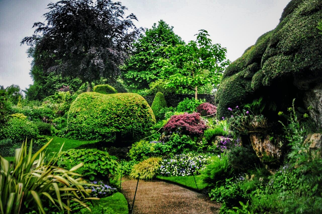hever-castle-gardens