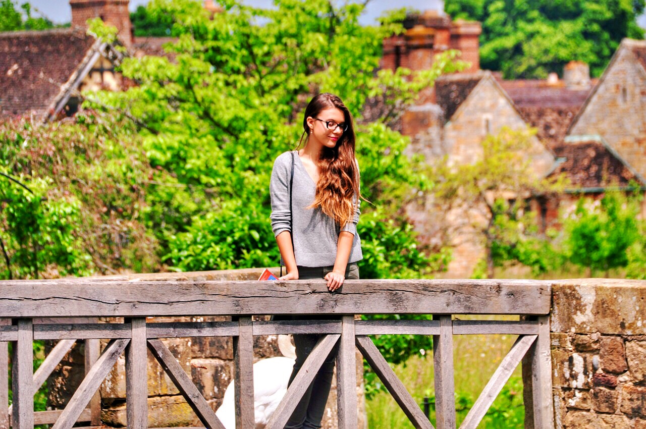 reka-on-bridge-at-hever-castle