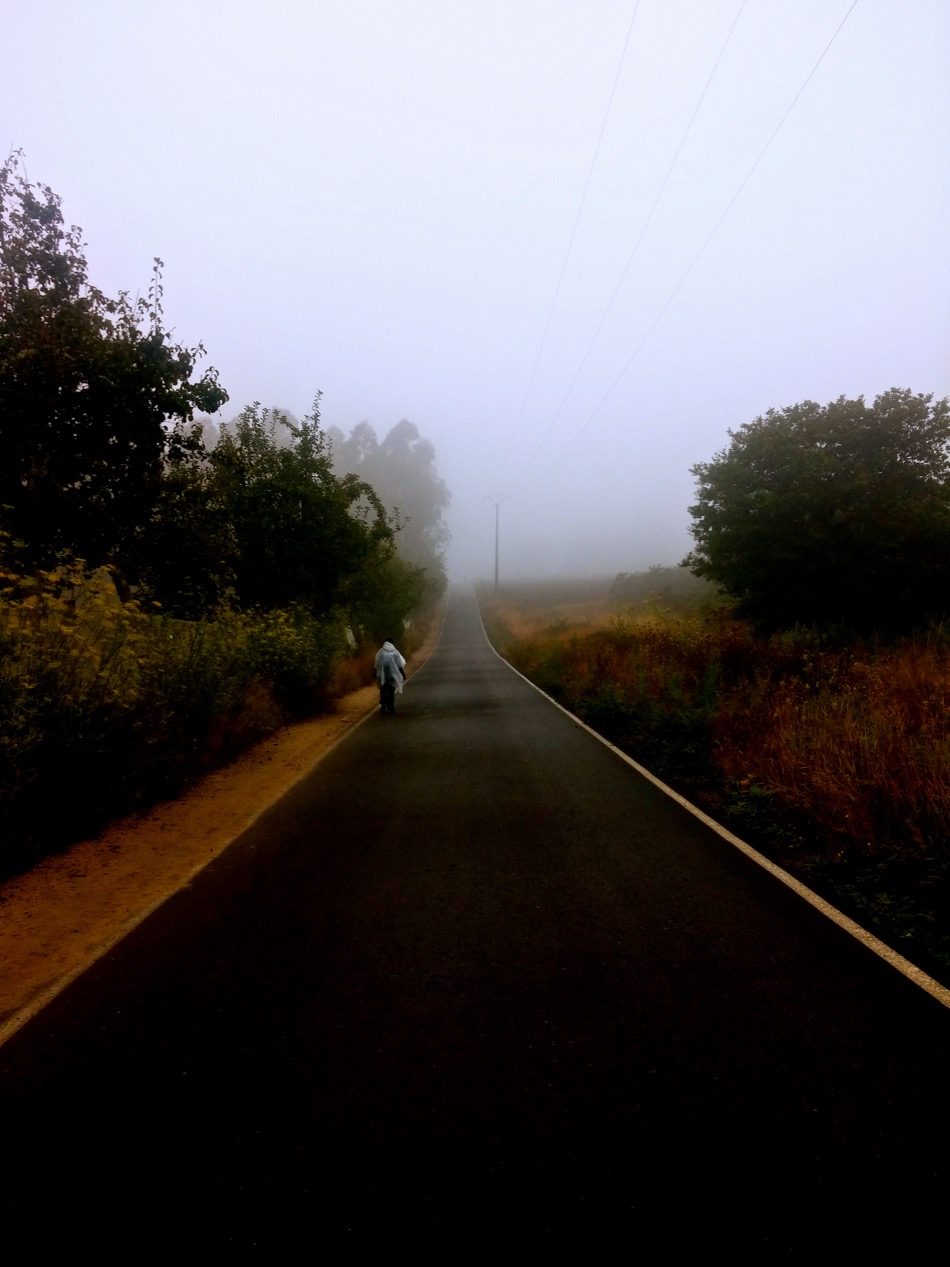 foggy-walk-to-santiago