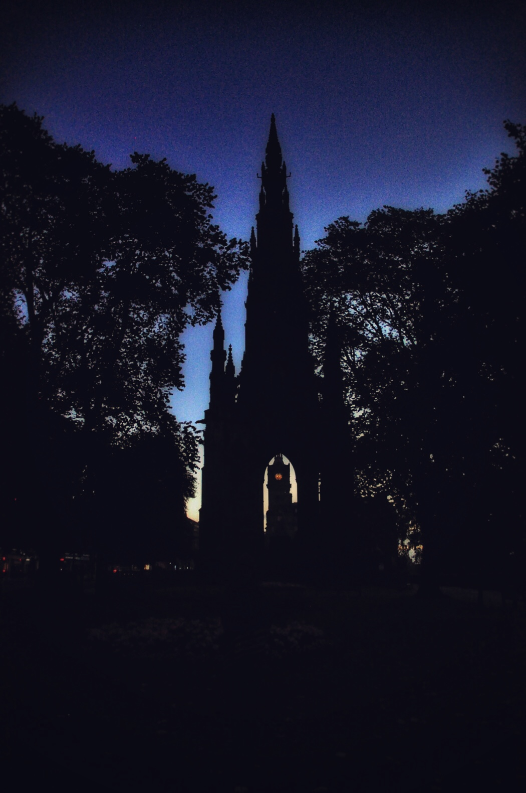 the-scott-monument-and-clock