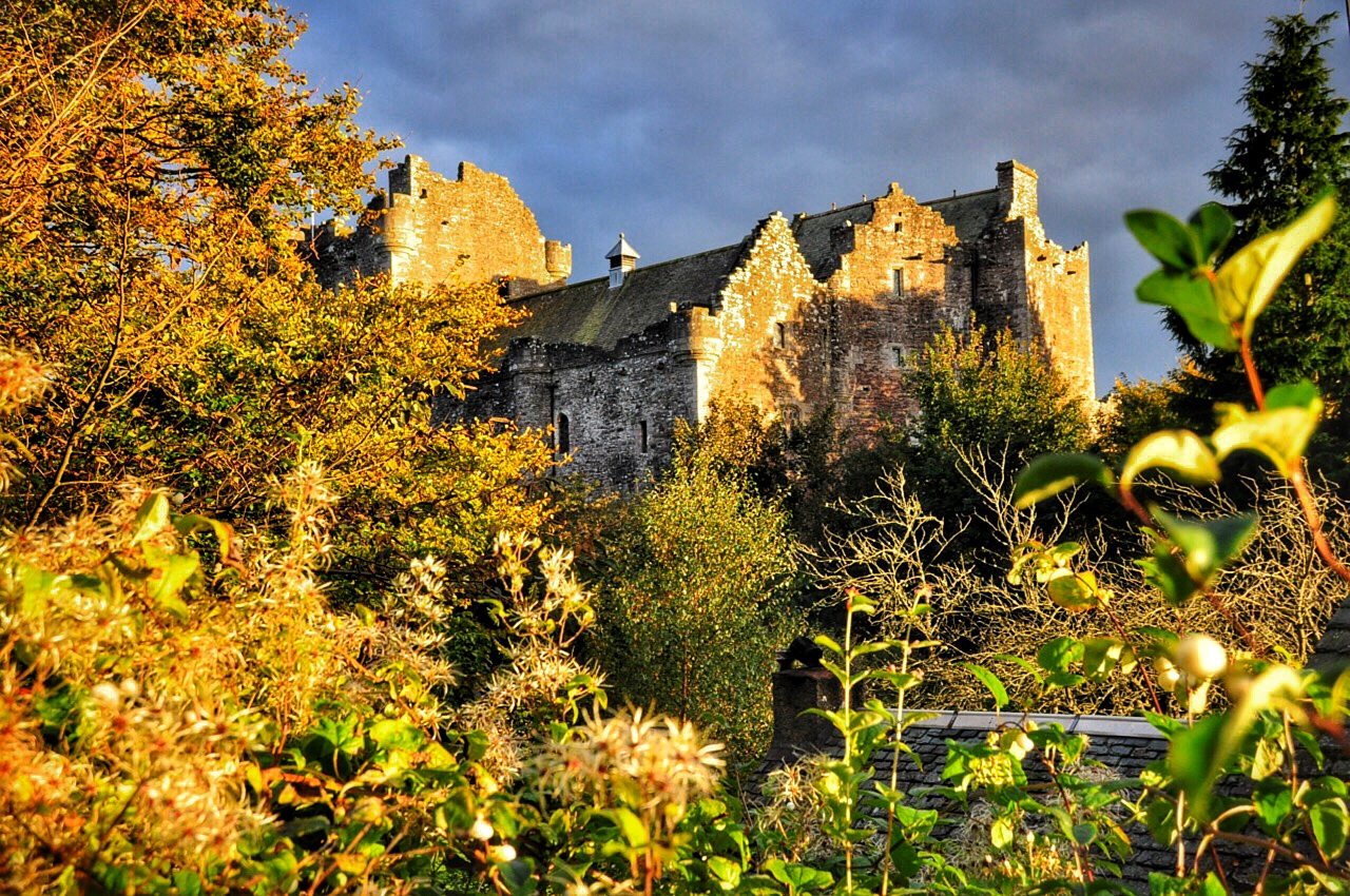 Golden-Hour-at-Doune-Castle