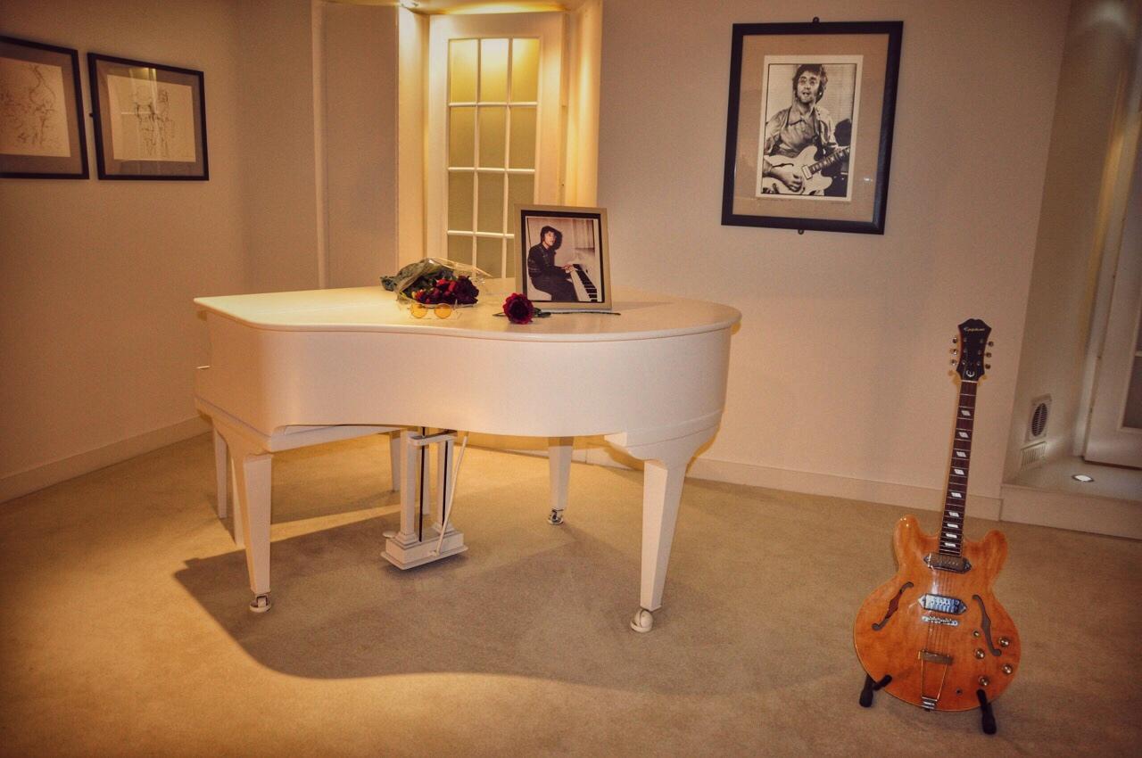 john-lennons-piano