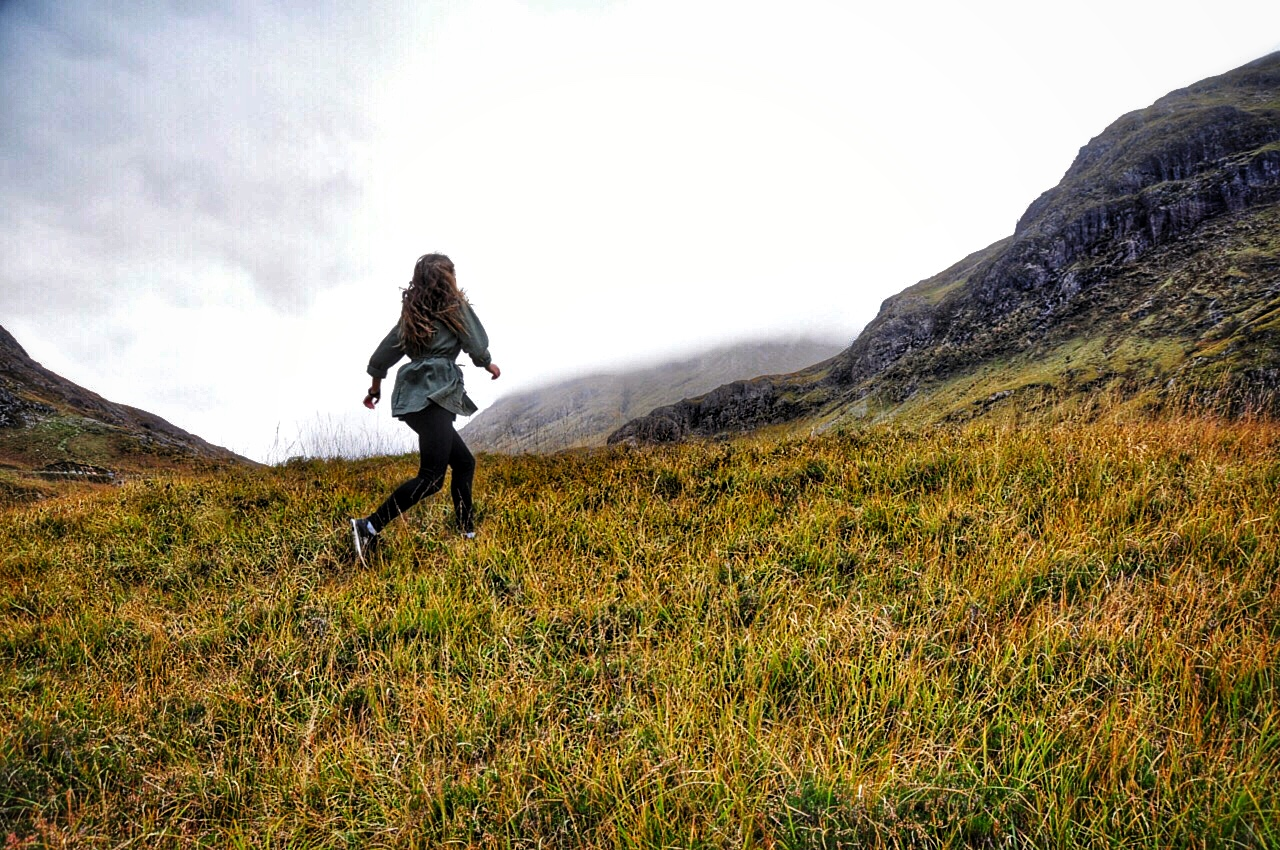 Réka-running-in-Glencoe-Grass