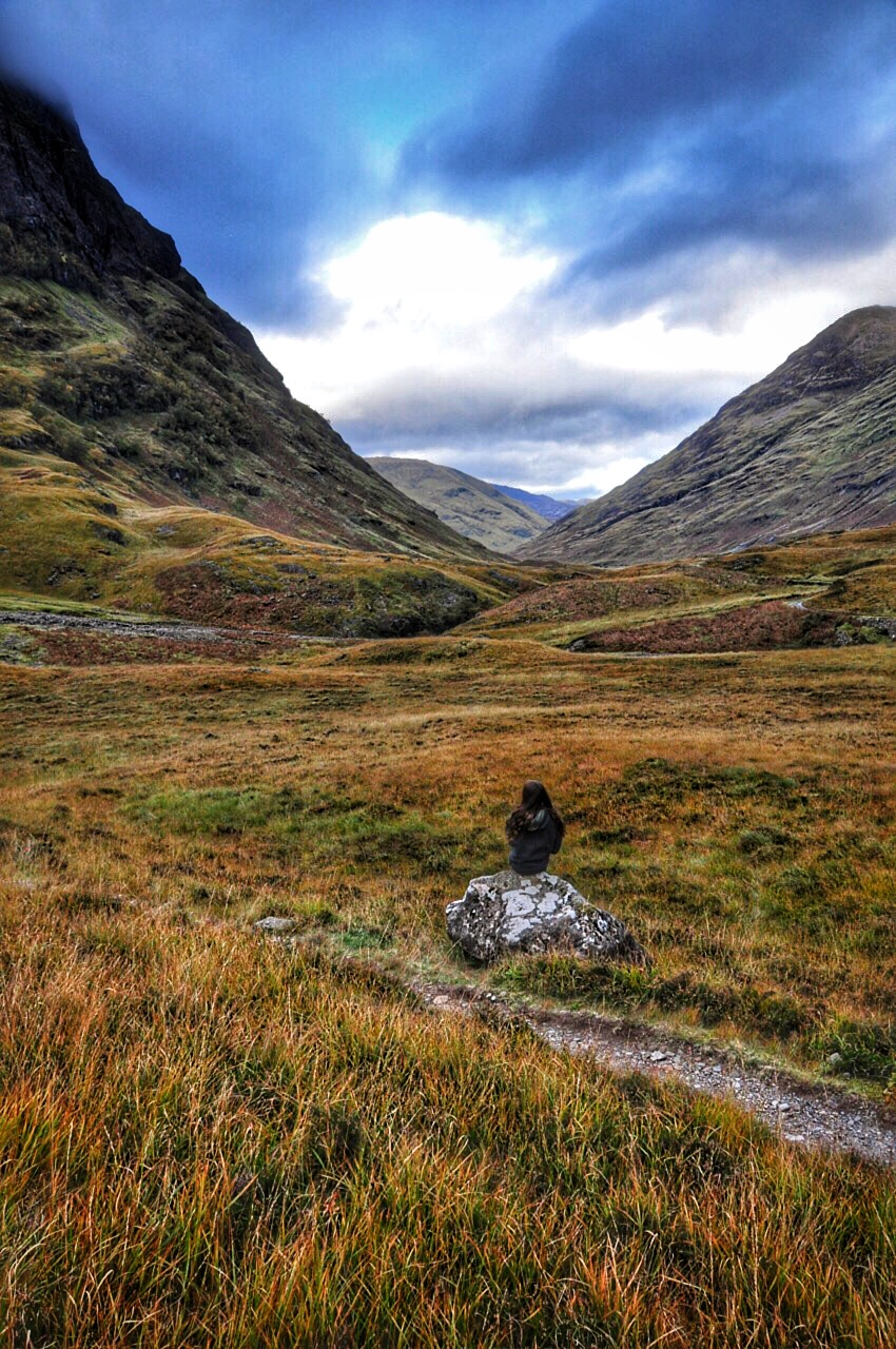 Réka-sitting-on-rock-looking-out-on-Glencoe