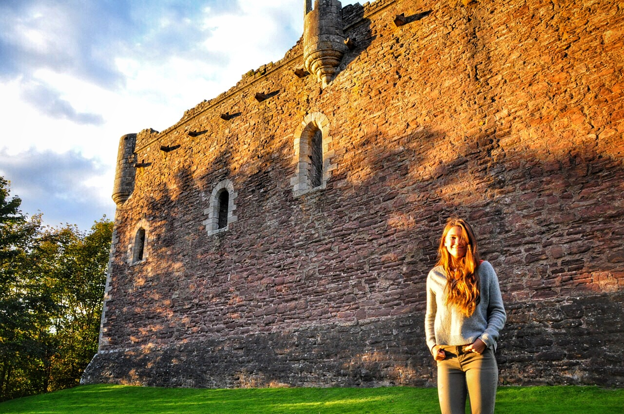 Sunset-and-Réka-at-Doune-Castle